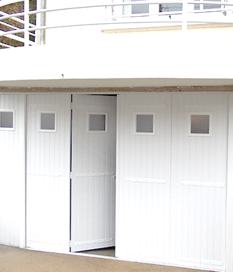 Porte de garage battante sur mesure vrs fermetures for Porte de garage 2 battants sur mesure
